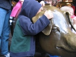 The famous pig statue at Pike Place Market